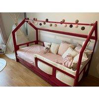 SKLADEM: Dětská postel z masivu bez šuplíku DOMEČEK BEDHOUSE 200x90 cm - bezbarvý lak