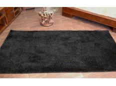 Kusový koberec SHAGGY – černý