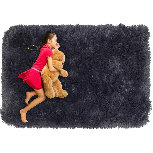 Plyšový dětský koberec MAX TMAVĚ ŠEDÝ.