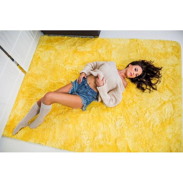 Plyšový koberec ŽLUTÝ