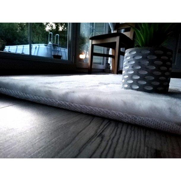 Kusový koberec RABBIT DELUXE - bílý - imitace králičí kožešiny