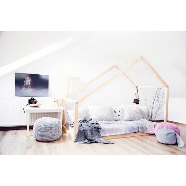 SKLADEM: Dětská postel z masivu DOMEČEK - TYP D 160x80 cm