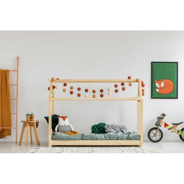 SKLADEM: Dětská postel z masivu DOMEČEK - TYP A 160x80 cm
