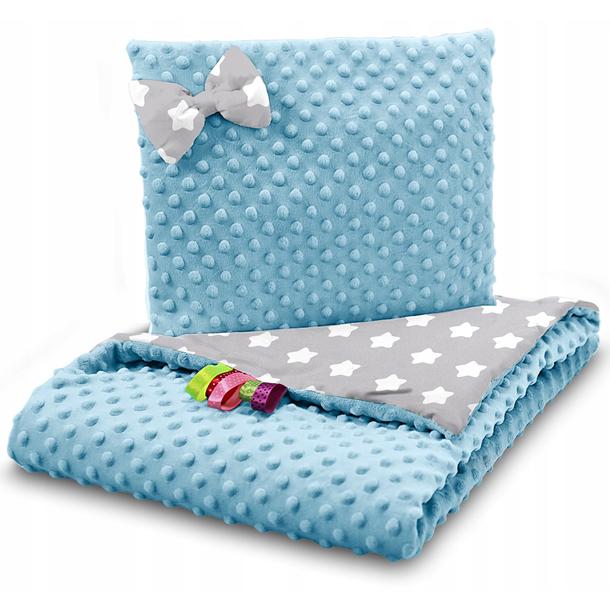 Dětská deka do kočárku s polštářkem a motýlkem - PREMIUM set 3v1 - Velké bílé hvězdičky s modrou minky